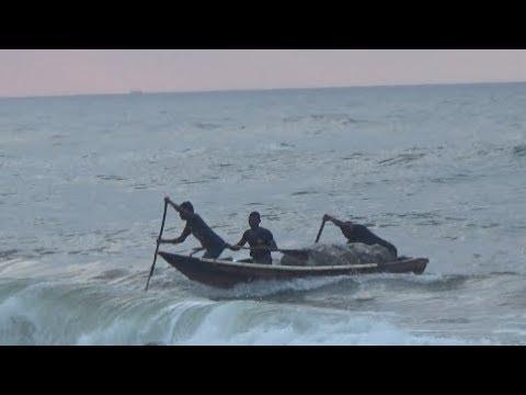 Amazing Sea Fishing In 'Bay Of Bengal' At Puri, Odisha, India (Part 1 Of 3) | Sea Fishing In India