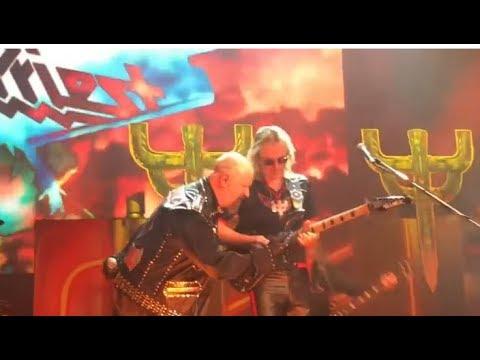 Glenn Tipton rejoins Judas Priest live in Newark, NJ for 3 songs!