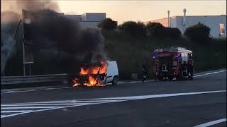 Furgone a fuoco a Porto Sant'Elpidio