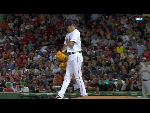 SF@BOS: Uehara leaves game with apparent injury
