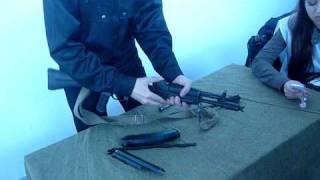 Сборка АК на выставке оружия в СибГИУ