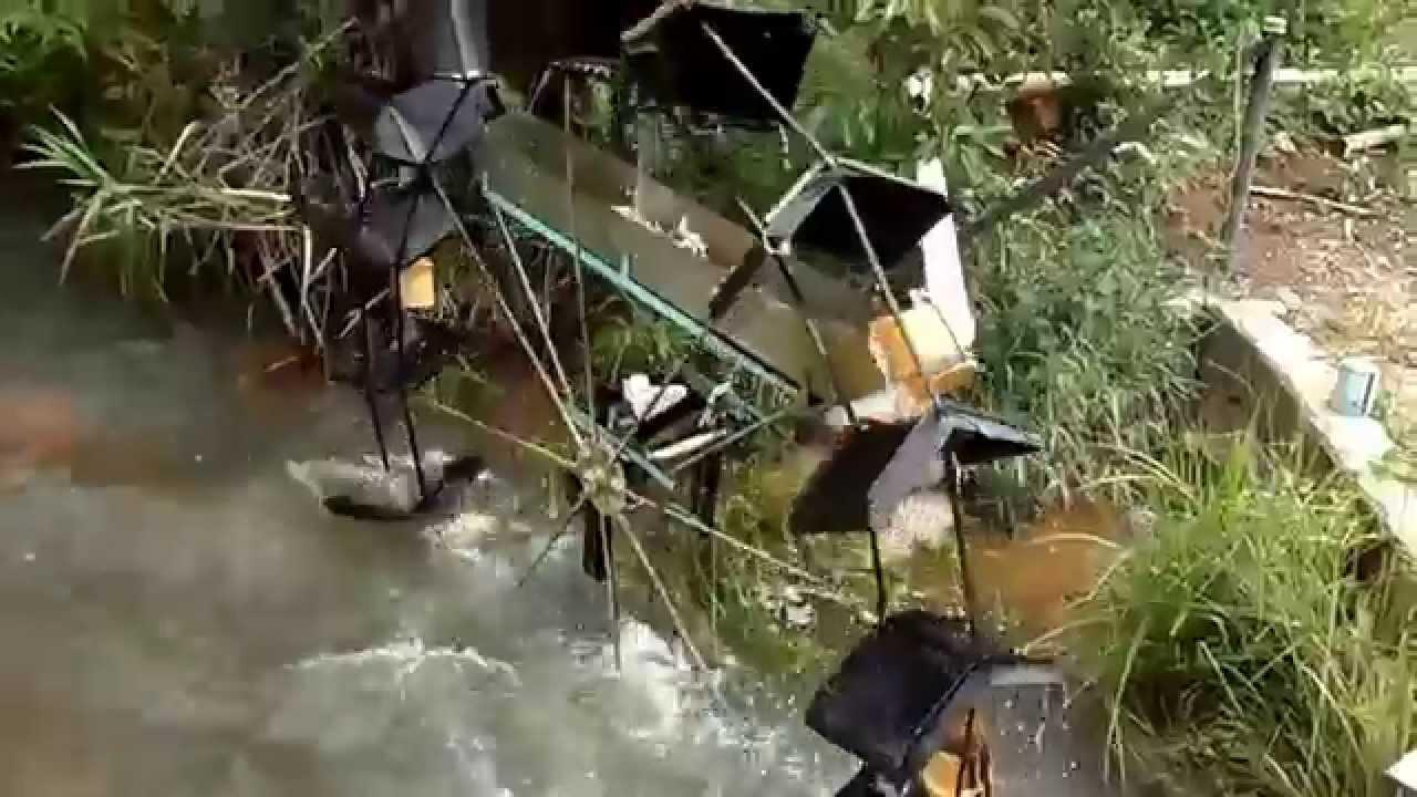 Roda d 39 agua movida pela correnteza do rio funcionando com for Como oxigenar el agua de un estanque sin electricidad
