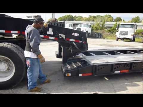 Detaching a Removable Gooseneck Lowboy Trailer