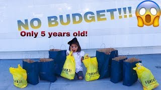 5 YEAR OLD DOES NO BUDGET AT THE MALL!!
