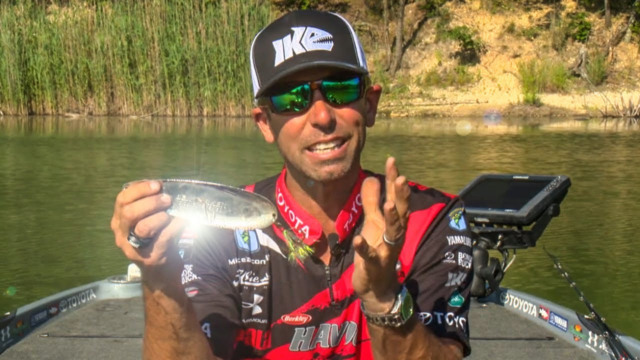 How to fish spoons flutter spoon bass fishing secrets for Spoon fishing for bass