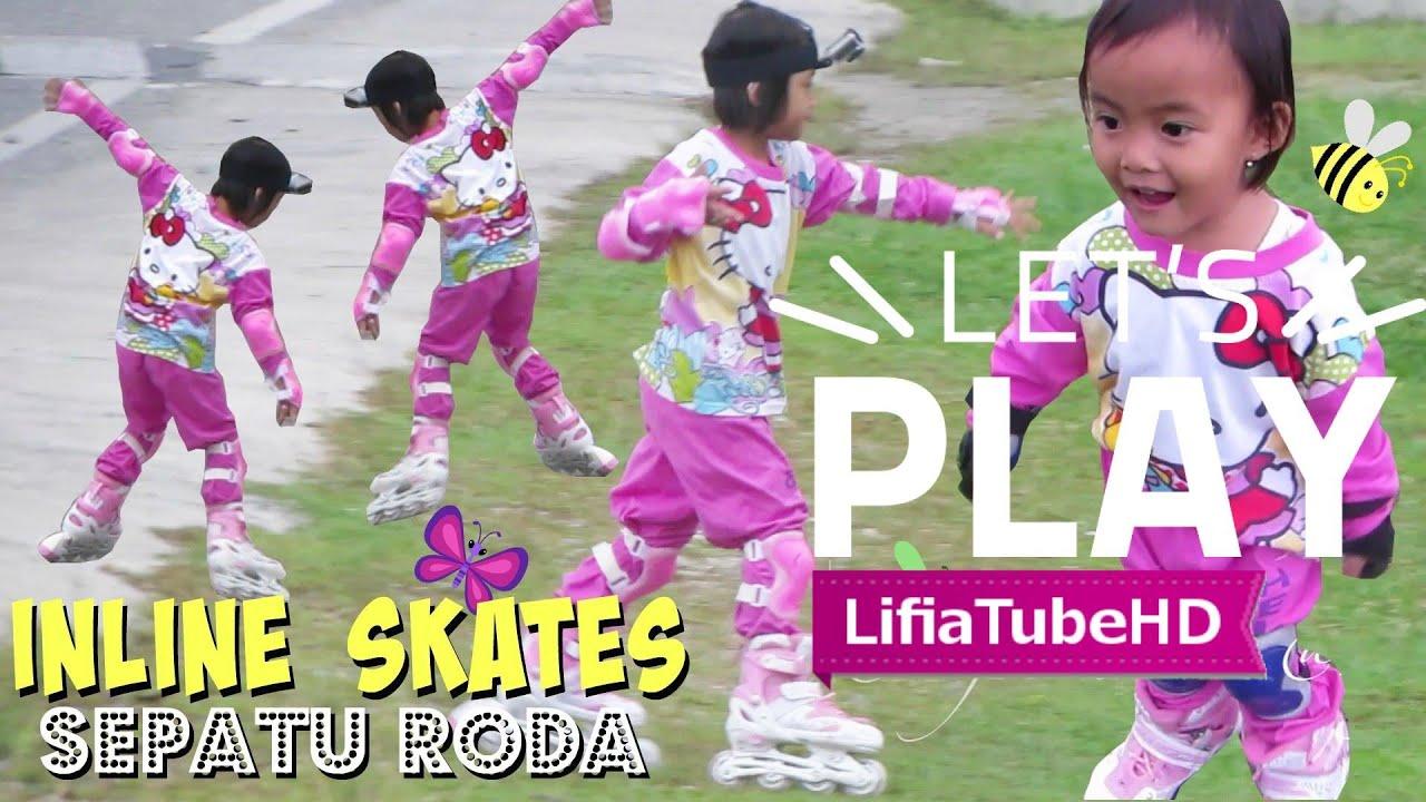 Lifia Niala main sepatu roda anak roller skate inline skate di taman ... 9b70bba070
