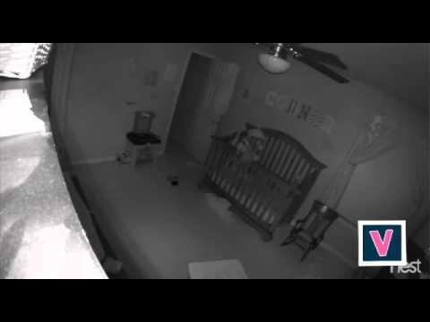 Des parents filment leur b b poss d seul dans sa chambre youtube - Bebe chambre seul ...