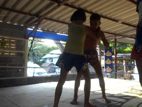 22 Awesome Minutes of Muay Thai Clinch with Mawin - PhetJee Jaa