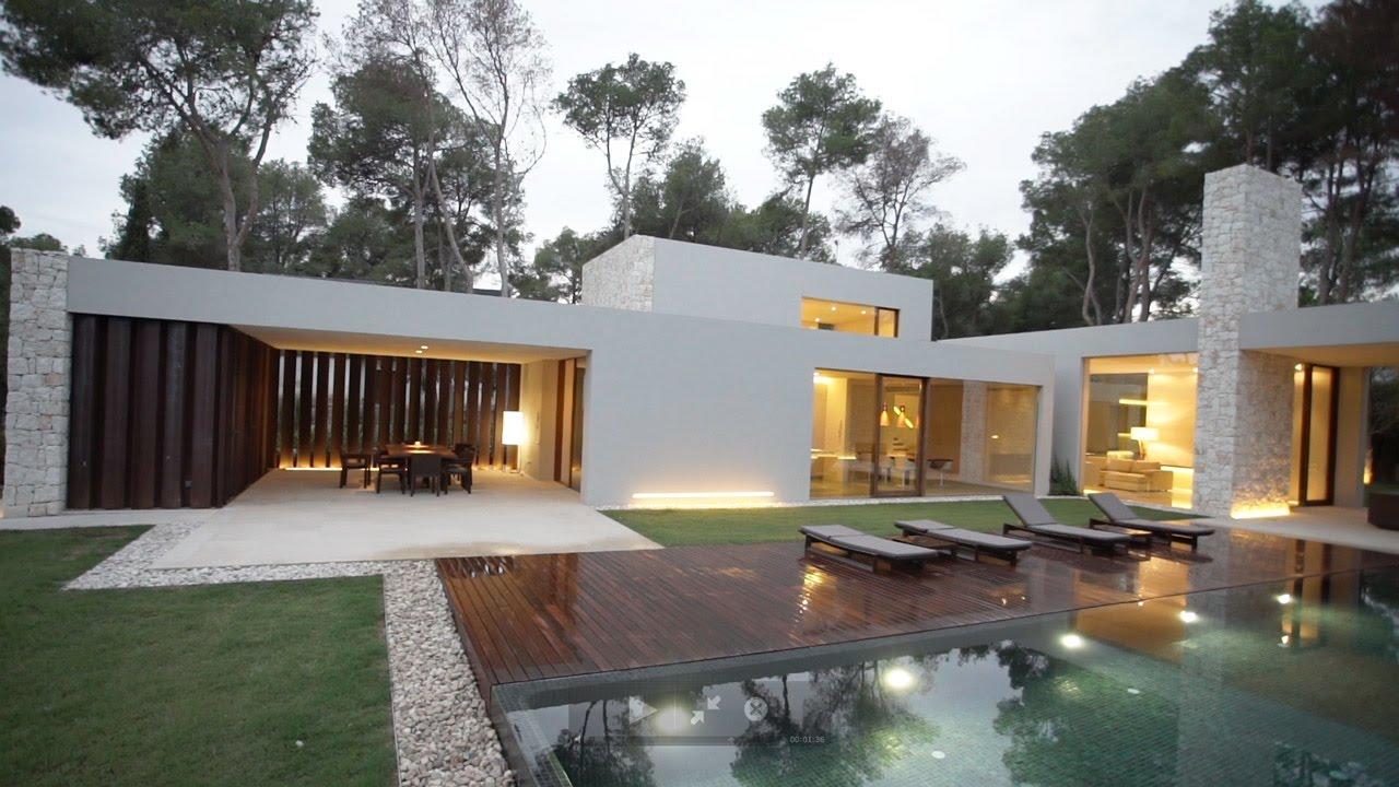 Casa el bosque is a house flanked with stone walls facing - Casas el bosque ...