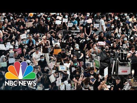 WATCH: Hong Kong Protesters Fill Airport, Sing 'Les Miserables' | NBC News
