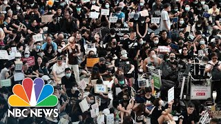 WATCH: Hong Kong Protesters Fill Airport, Sing 'Les Miserables' | NBC News