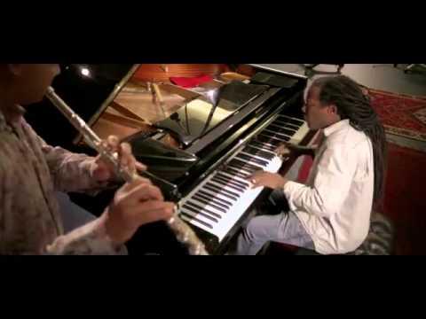 Ramon Valle y Orlando 'Maraca' Valle playing 'El Guanajo Relleno'
