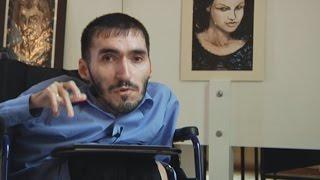 Художник-инвалид открывает выставку в Москве (новости)