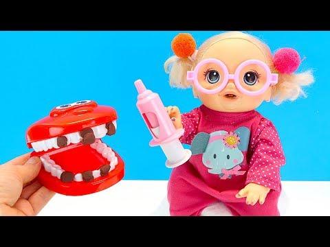 МАМА УЧИТ ЧИСТИТЬ ЗУБКИ Куклы Пупсики Беби Элайв Играем в Игрушки Как Мама