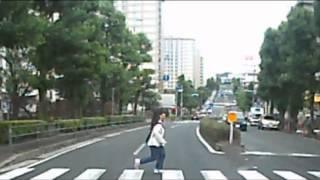 女子高生の大胆な行為! ドライブレコーダー thumbnail