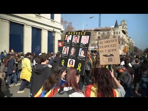شاهد: مواجهات مع الشرطة في كتالونيا احتجاجا على محاكمة قادة الانفصال…  - 11:53-2019 / 2 / 22