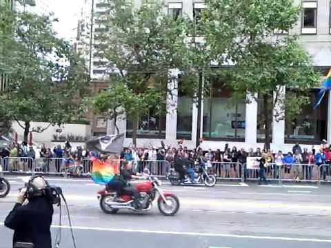 Gay Parade starting in San Francisco 2017 ! Bikers opening