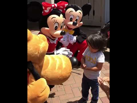 Thumbnail: Mickey, Minnie and Pluto communicate with child in sign language!