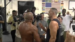 VIRAL - Klitschko and Briggs almost come to blows in gym