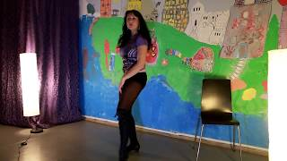 Красивые прогибы и взмахи волосами, шаги к зрителю!!!! Почти выучили танец!!!)