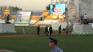 Юлия Тимошенко упала в Луганске на стадионе