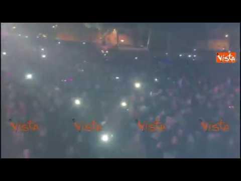 Raggi saluta la folla del Circo Massimo: benvenuti alla Festa di Roma