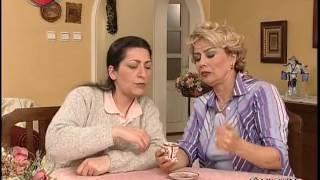 Gambar cover Ayşe abla ve Perihan hanım kahve falına bakıyorlar.
