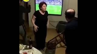 Derbiyi izleyen aile kaçan gol sonrası cinnet geçirdi..😱