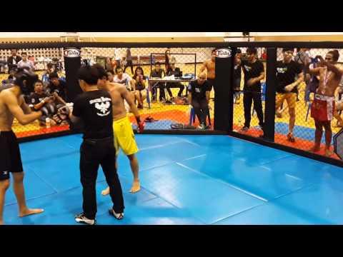 """War in the Cage 5 [Fight 38]: """"บาร์บี้ vs พยุงศักดิ์ สิงห์ฉลาด"""" Strawweight (-115lb)"""