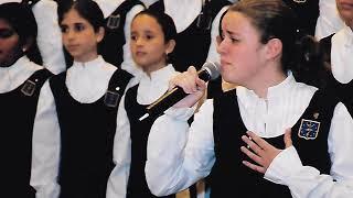 À PRIMEIRA VISTA . Meninas Cantoras de Petrópolis. Solo: Monique Grazinoli