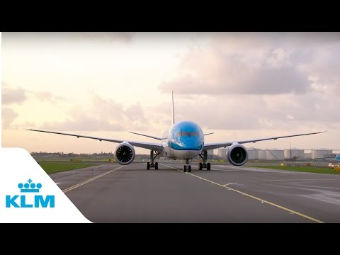 KLM's first Boeing 787 Dreamliner lands at Schiphol