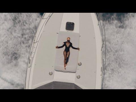 Смотреть клип Yelle - J'veux Un Chien