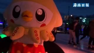 青森県八戸市の長根公園スケートリンクで、氷面や場内をライトアップす...