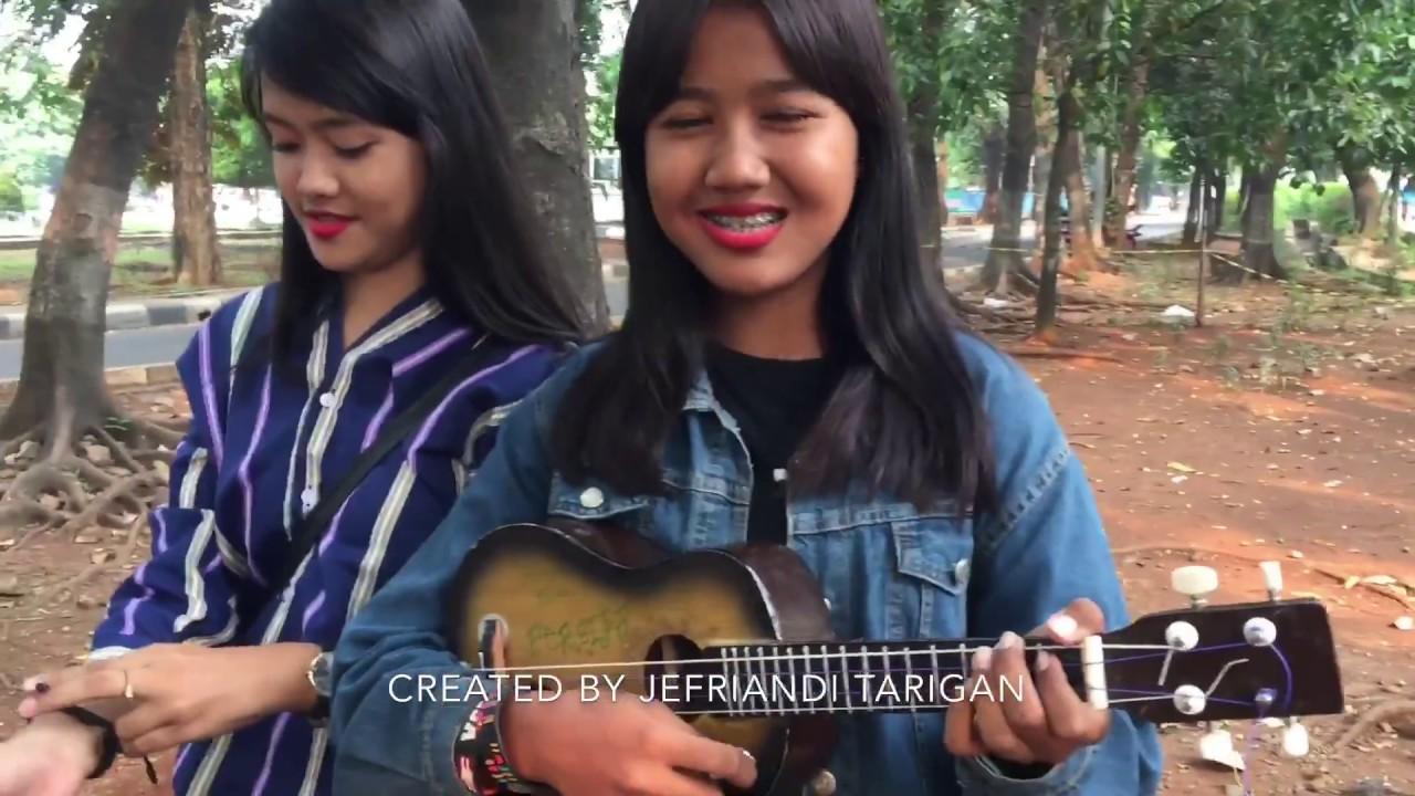 Pengamen cantik ini jago main gendang nya sama main ukulelenya!!!! #1