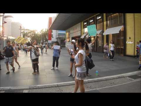 Free Hugs in Taipei, Taiwan.