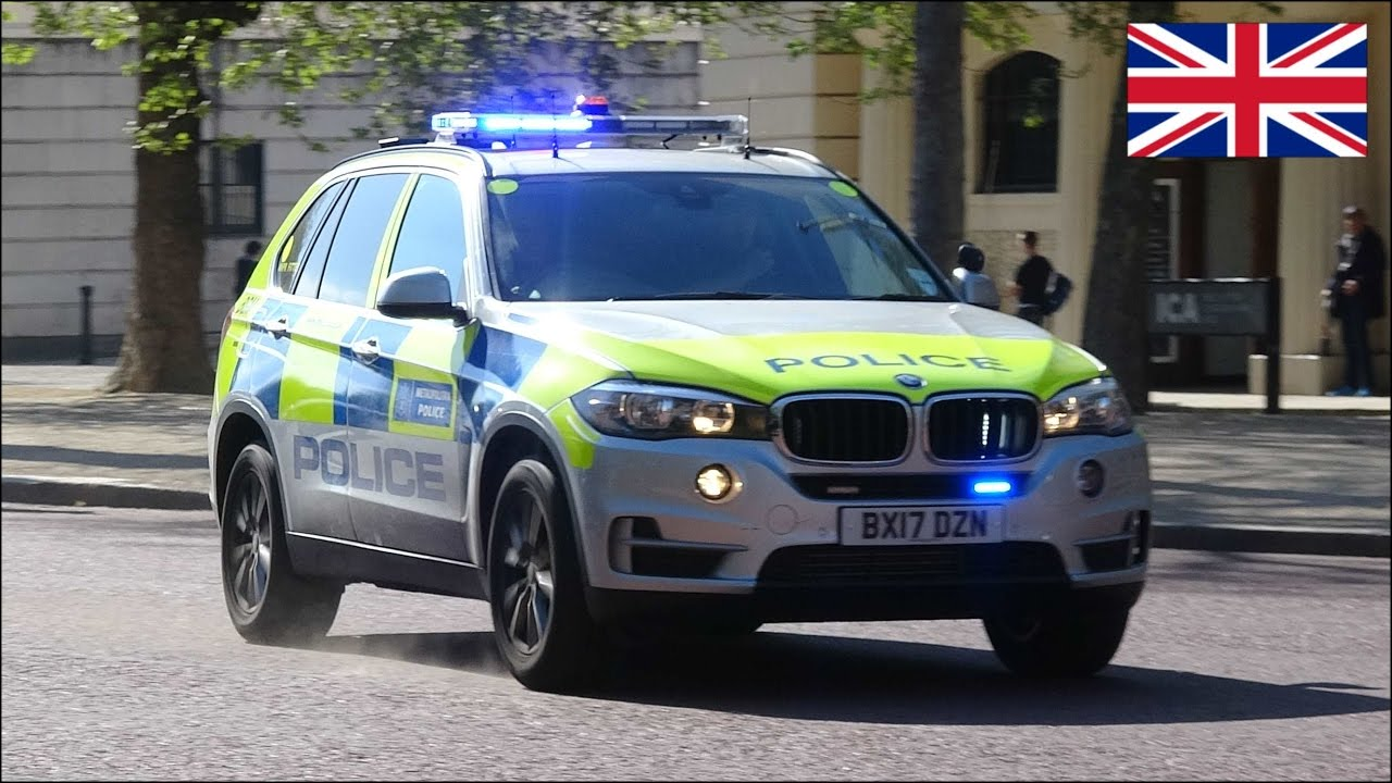 2017 Bmw X 3 >> BRAND NEW Armed police cars responding - BMW X5s using siren and lights - YouTube