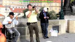 Уличные чудо музыканты(В Праге на Карловом мосту классно играют чудо музыканты!, 2013-10-19T19:40:49.000Z)