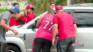 torcida do Flamengo cerca juan faz protesto