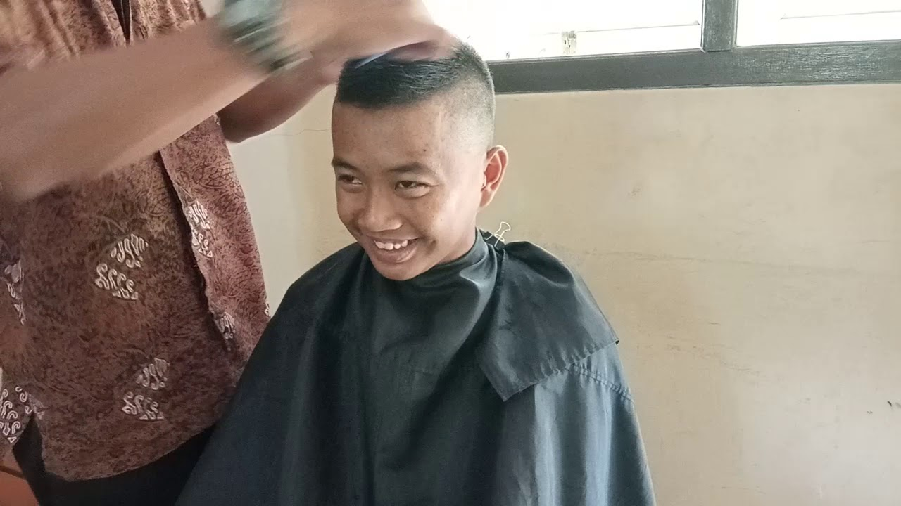 Pangkas Rambut Pendek Terbaru anak sekolah Part 3 - YouTube