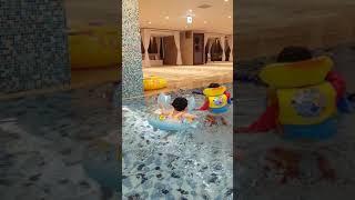 황예준 황유이 반포JW메리어트 수영장에서 사이좋게 놀아…