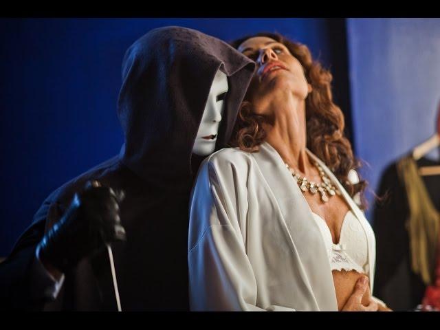 亡くなった母が出演した舞台に出ることになった女性の運命は……!映画『絶叫のオペラ座へようこそ』予告編