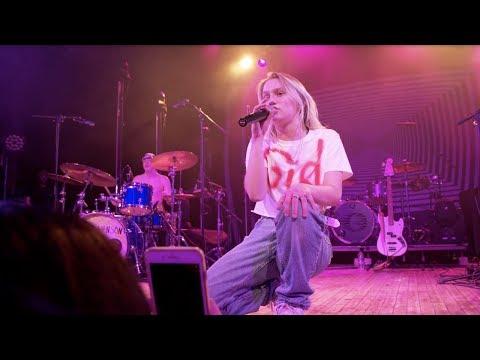 Смотреть клип Carlie Hanson - Wya