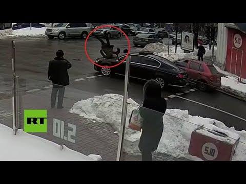 Convoy de Poroshenko atropella a un anciano en Kiev
