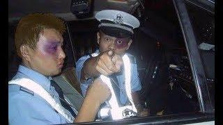 Wer vermöbelt unsere furchtlosen Helden bei der Polizei?