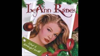 Watch Leann Rimes The Christmas Song video