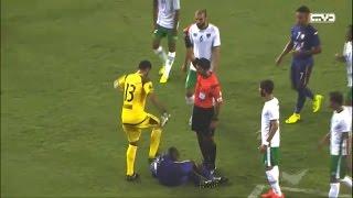 حارس مرمى يضرب لاعبا بالدوري الإماراتي بسبب «ترقيصة» .. فيديو