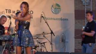 Прикол на концерте МакSим СМОТРЕТЬ ВСЕМ(, 2013-08-15T14:31:33.000Z)