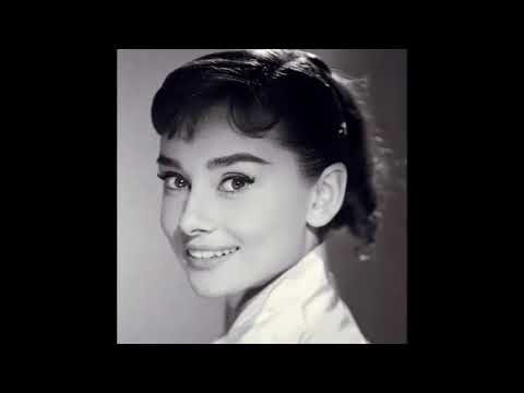 "Audrey Hepburn    "" Una Donna , un'  Eleganza "" !!!"