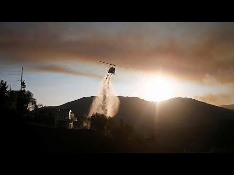 شاهد: بلاك هوك تساعد على إطفاء النيران في كاليفورنيا  - نشر قبل 28 دقيقة