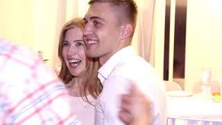 Сделал предложение на свадьбе во время броска букета